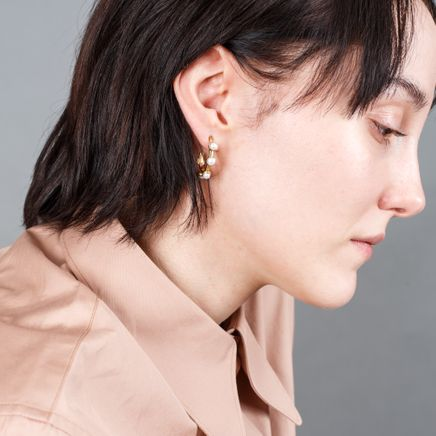 Hoop Earring w. Five Pearls