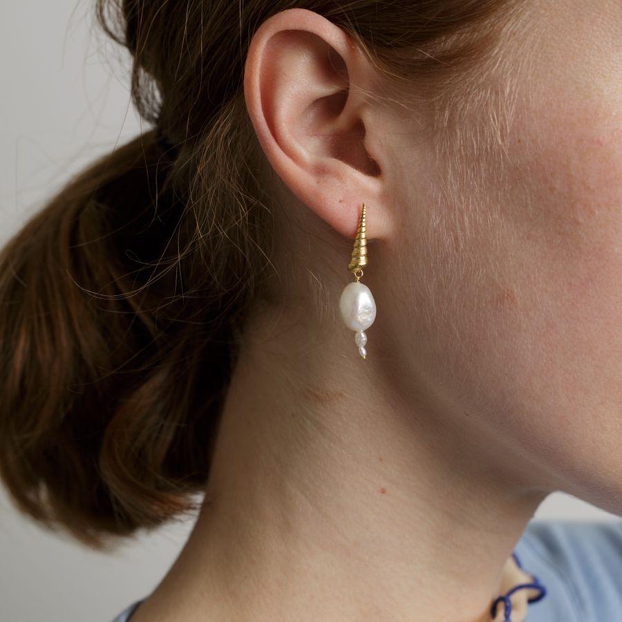 Turret Shell Baroque Pearl Ear