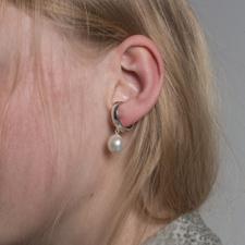 Cornelia Webb Pearled Earcuff M - Silver